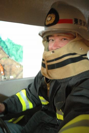 消防隊の姿にコスプレ
