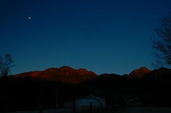 月と夜明け