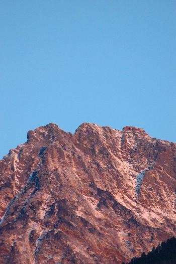 八ヶ岳に朝の光が・・・