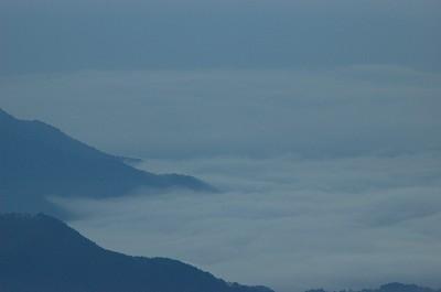 雲に覆われ