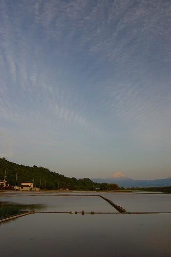 夕焼けに染まる富士山